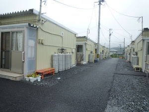 轆轤石の仮設住宅群