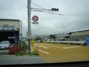 廃線になった大船渡線の鉄道あと。バス道路になる。
